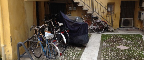 Il cortile situato all